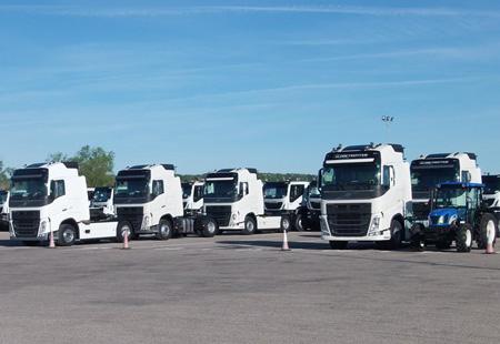 Camiones aparcados en campa