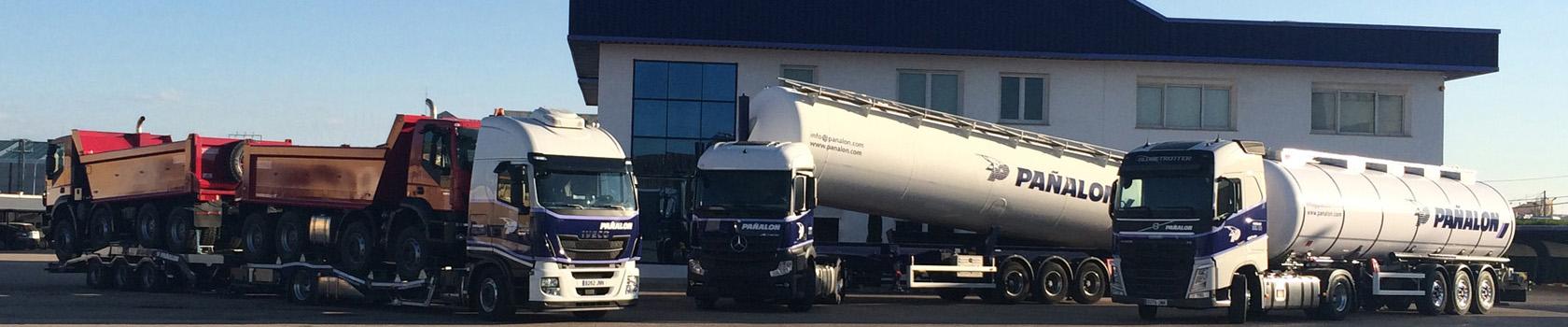 Camiones frente a oficinas centrales